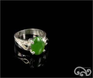 Silver ring with oval greenstone