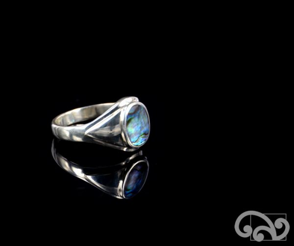 Silver ring with paua