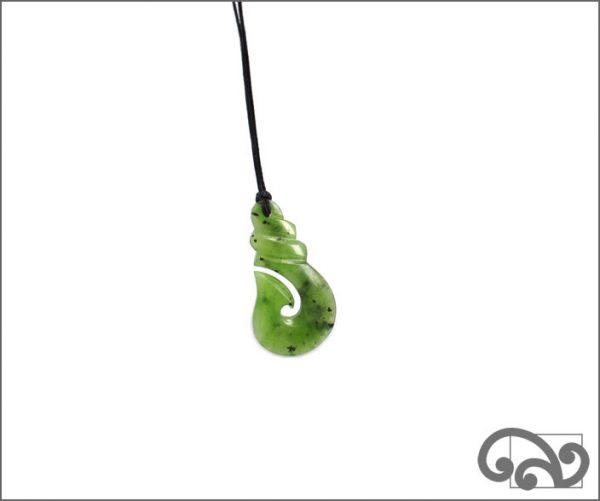 Small polished greenstone fishhook carving