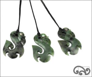 Medium greenstone manaia
